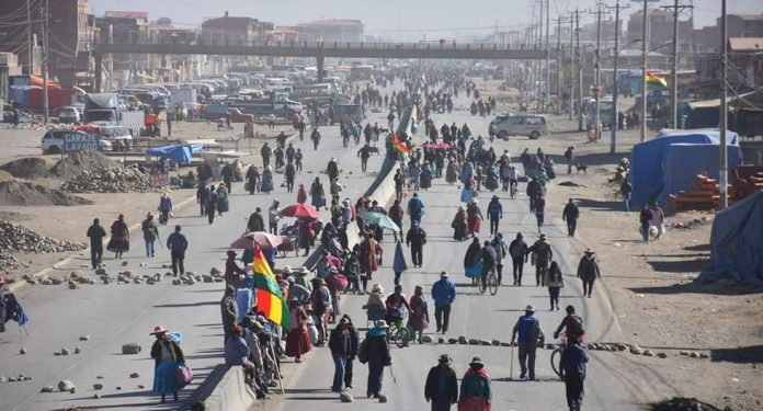 Los bloqueos perjudicaron el abastecimiento de alimentos y de medicamentos en las ciudades principales de Bolivia